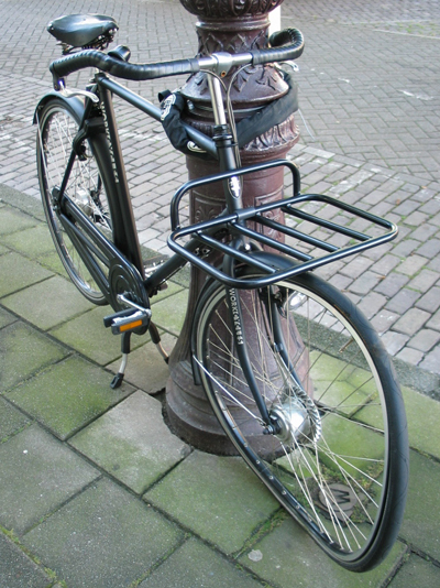 workcycles dutch bicycle with front wheel damage