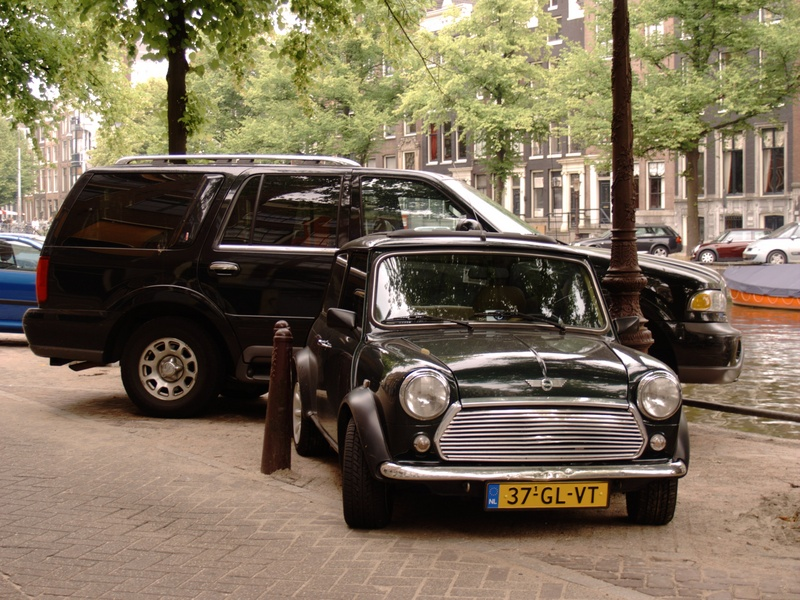 SUV and mini cooper in amsterdam