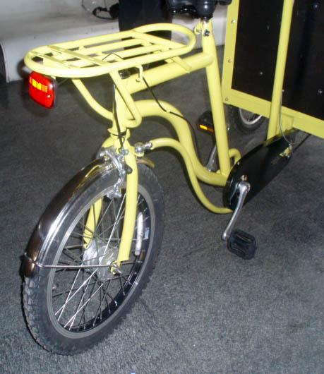 chinese bakfietsen met sturende achterwiel zoals een sorte jernherst uit denemarken