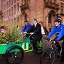 ivo opstelten mayor of rotterdam on workcycles bakfiets