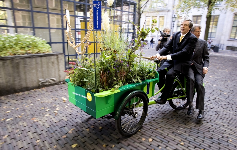 natuurmonumenten bakfiets with plants and flowers