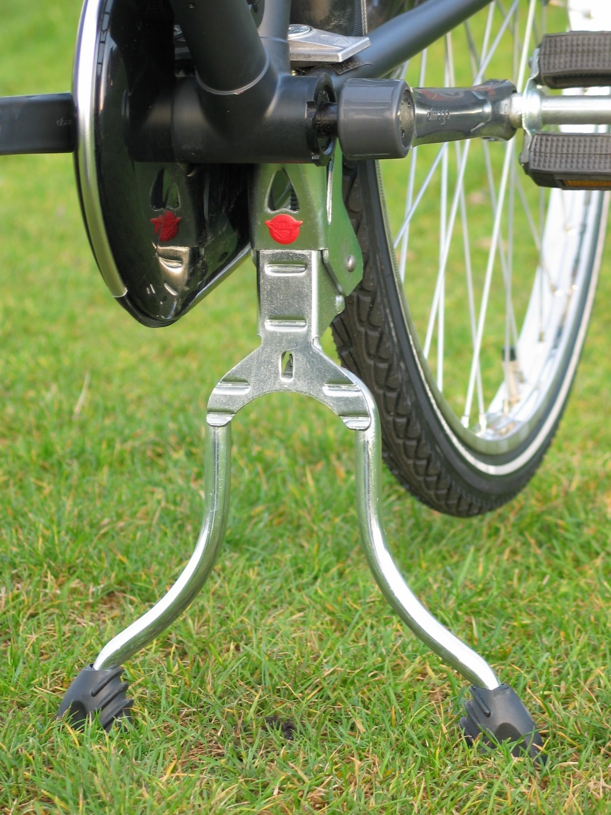 The older, galvanized version of the Hebie 2-leg centerstand